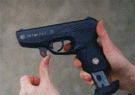 """На этой серии фотографий изображен процесс неполной разборки пистолета """"ВЕКТОР G""""."""